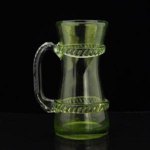 Vanaaegne roheline klaaskann