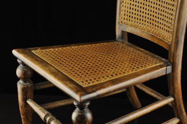 Vanaaegne väike tool