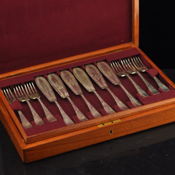 Antique fish eating 12 knives and 12 forks in a wooden box