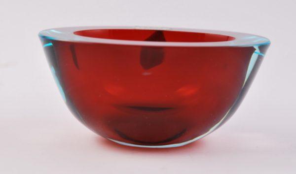 Veneetsia värvilisest klaasist kauss