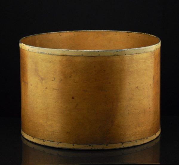 Vineerist vanaaegne ümmargune karp