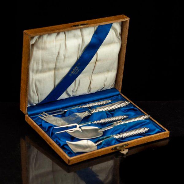 Tsaari-Vene serveerimis riistade komplekt originaal karbis, 84 hõbe
