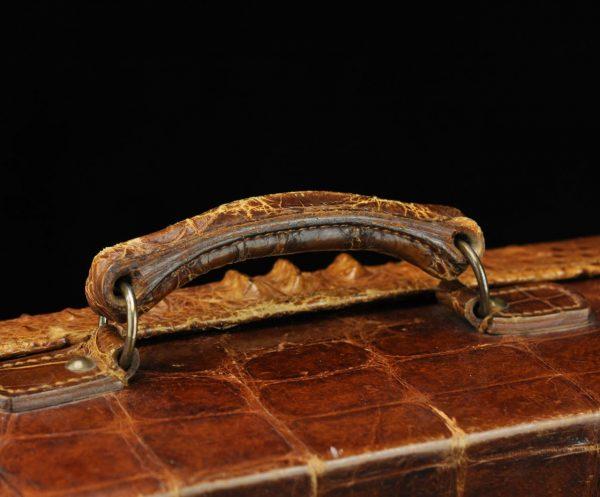 Antiikne krokodilli nahast reisikohver