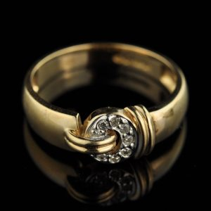585 gold ring with diamonds