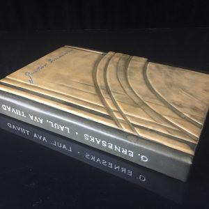 Ilusas nahkköites raamat Gustav Ernesaks ´´Laul,ava tiivad´´