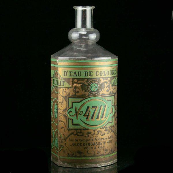 Antiikne suur reklaami parfüümi pudel