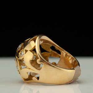 Antique gld ring with diamonds