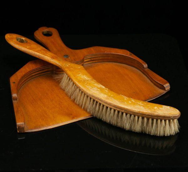 Antiikne puidust lauahari ja kühvel