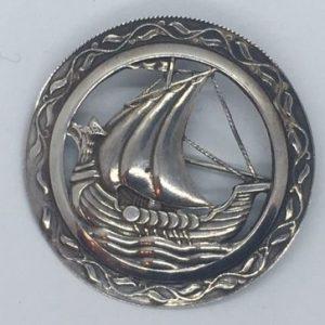 Hõbedast sõlg Viikingilaevaga