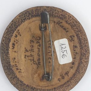 Antique wood brooch - Toompea