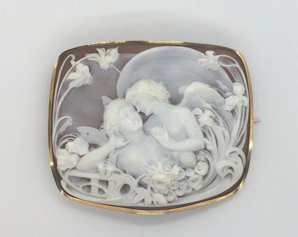 Gold cameo brooch 1925