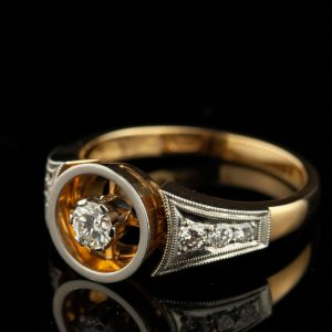 Diamond ring with 750 gold & diamonds