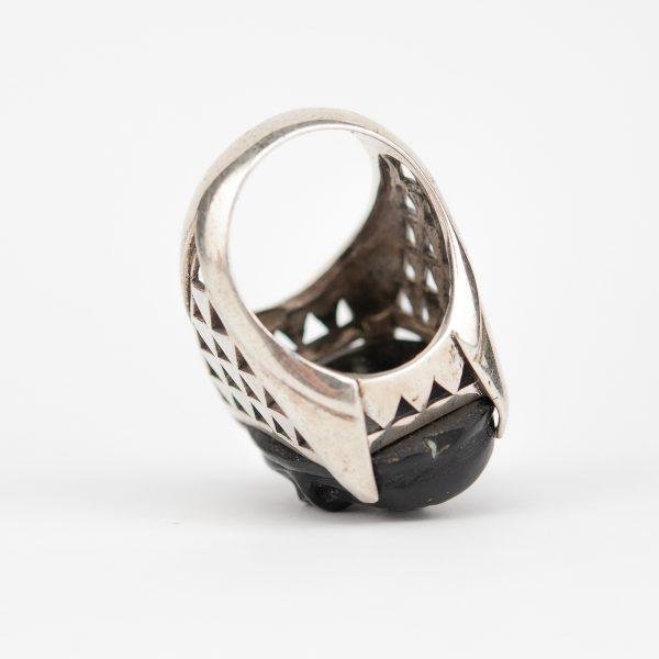 Sõrmus, hõbe pealuuga