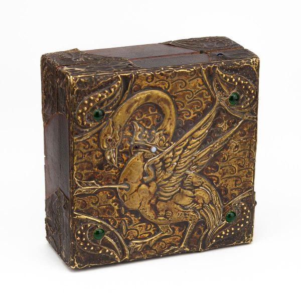 Antiikne puidust karp linnuga