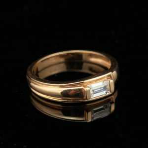 Gold ring with zircone