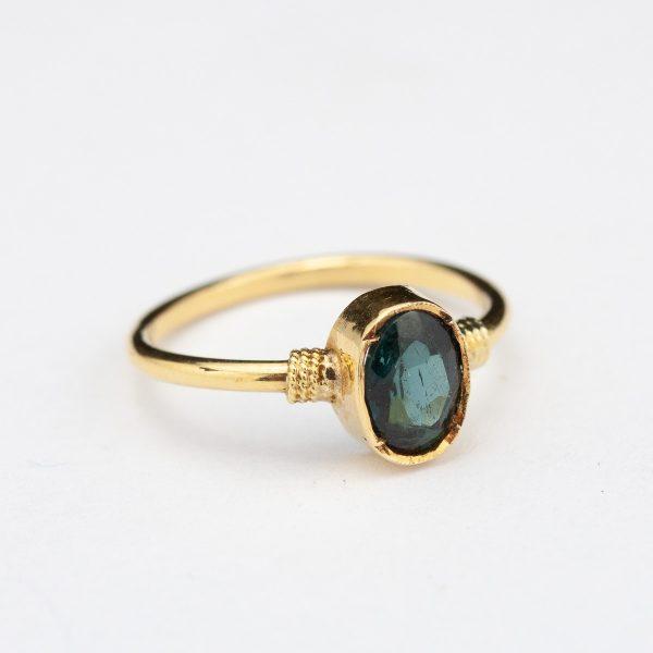 Antiikne sõrmus, 750 kuld, nat. turmaliin