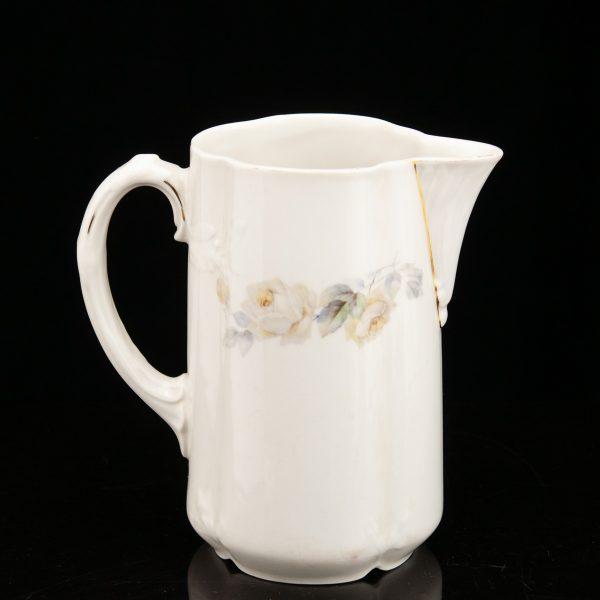 Antiikne piimakann roosidega BOHEMIA