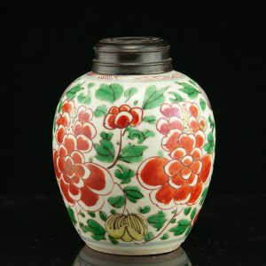 Antique Chinese porcelain tea jar 19th century