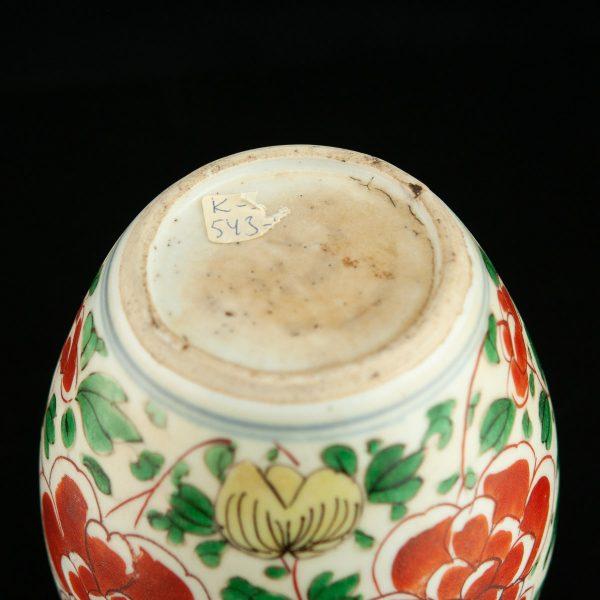 Antique Chinese porcelain tea jar 19th century