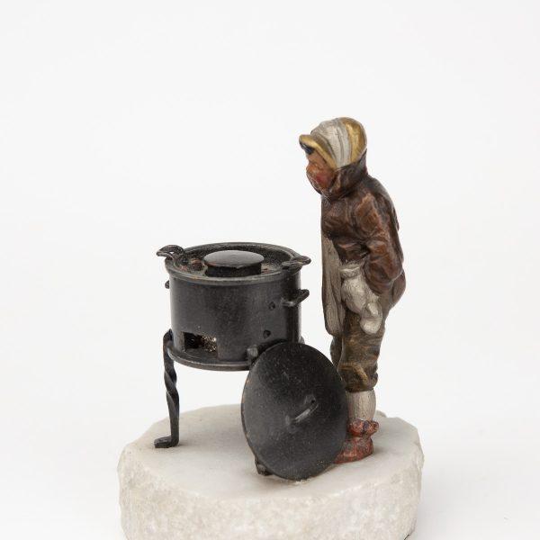 """Antiikne figuur """"Katlakütja"""" Viini pronks marmor alusel"""