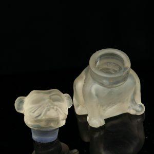 Antiikne koerakujuline klaasist parfüümi pudel