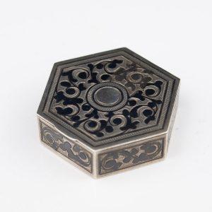 Antiikne karbike - hõbe, niello