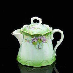 Kuznetsov porcelain creamer