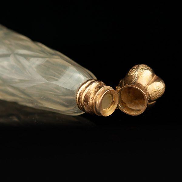 Antiikne 19.saj. Prantsuse parfüümi pudel, kristall kullaga
