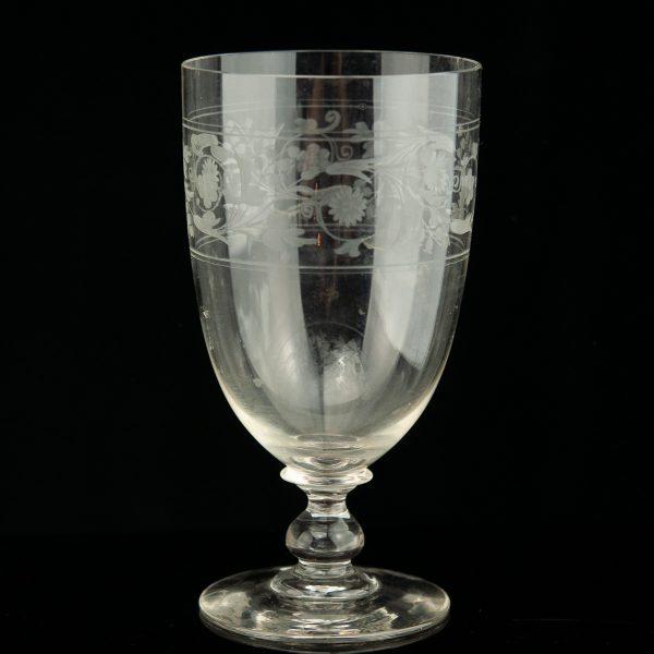 Antiikne pokaal, graveeritud klaas