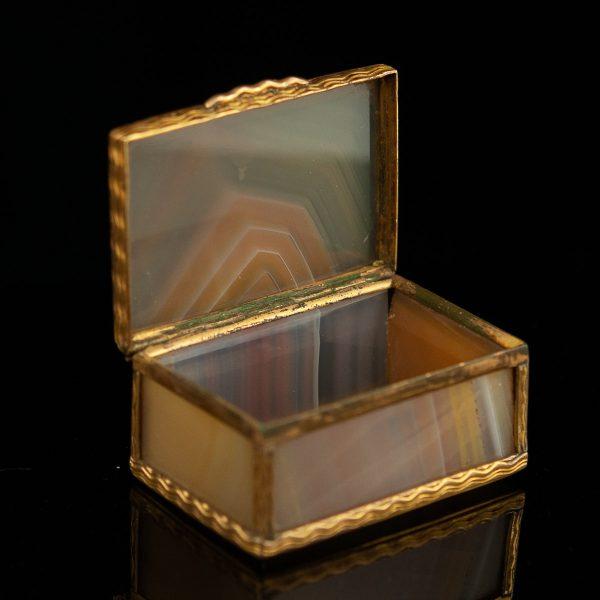 Antiikne karp - ahhaat, metall
