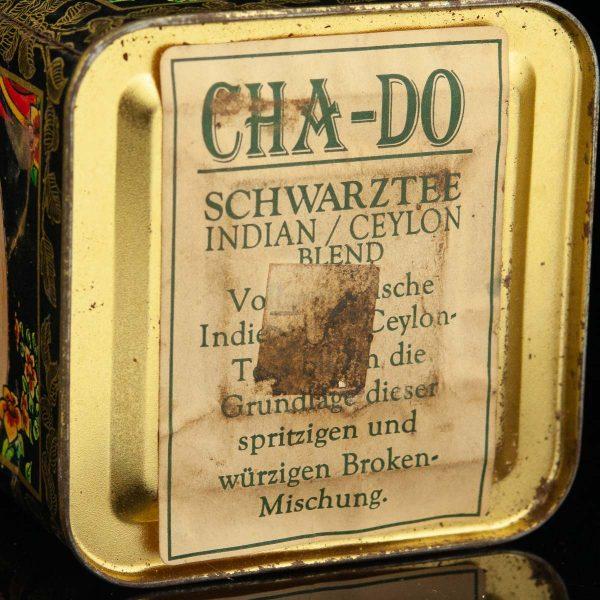 Antiikne plekist teekarp