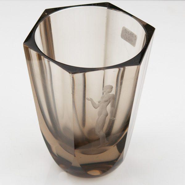 Antiikne vaas, klaas graveeritud naisfiguur