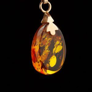 Amber pendant, gold