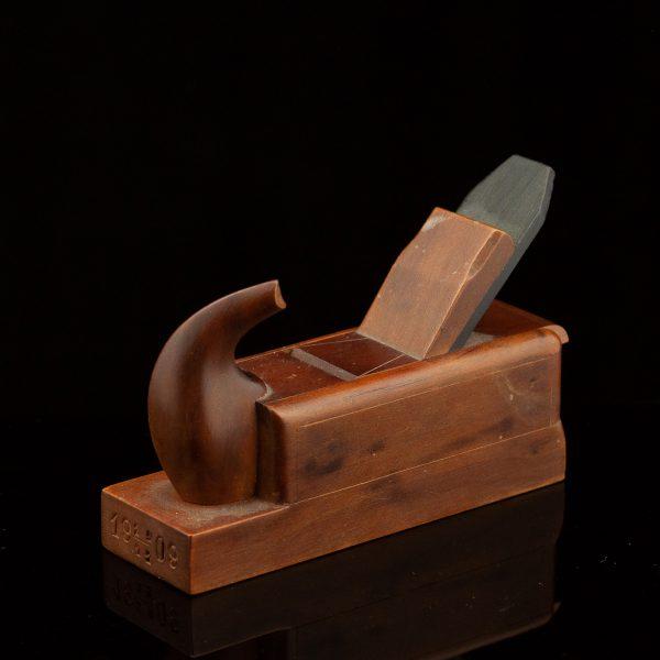 Antiikne höövli kujuga puidust karp 1909a