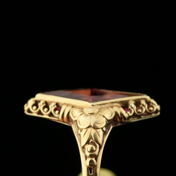 Sõrmus punase kiviga, 585 kuld
