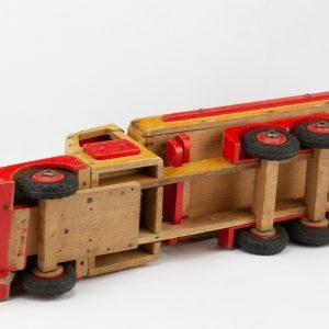 Retro puidust veoauto