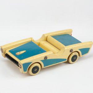 Retro puidust sportauto