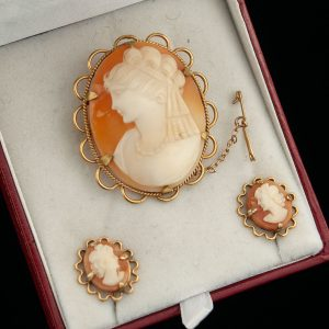 Vintage 9 ct gold cameo brooch with earrings