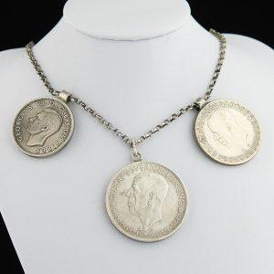 Kaelakee hõbemüntidega