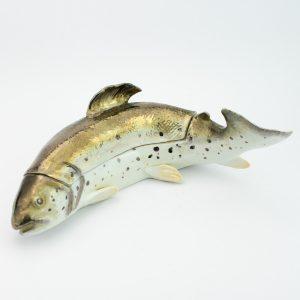 Antiikne portselanist kala kujuga toos