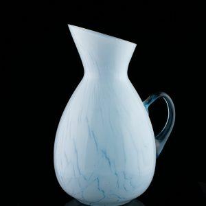 Helesinine klaasist kann