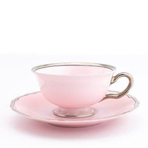 Langebrauni roosa kohvitass ja alustass