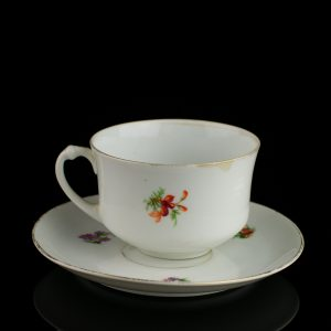 Langebrauni lilledega kohvitass ja alustass,25 aastat Kaarmann Klaas-Portselan