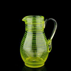 Antiikne klaasist kann,triibuline