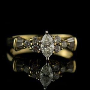 Kuldsõrmus briljantidega suurus 16,5 - briljante 1+12 tk=0,70ct tootel sertifikaat