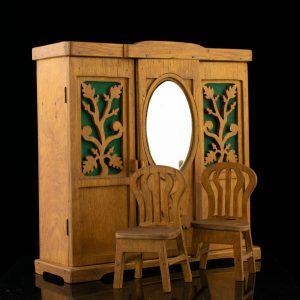Antiikne puidust nukutoa mööbel-Riidekapp ja 2 tooli