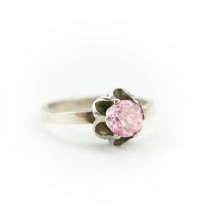 Tallinna Juveelitehase hõbesõrmus roosa kiviga, hõbe 916, suurus 16