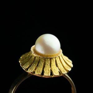 Kuldsõrmus pärliga suurus 17,5 kuld 585