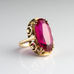 Kuldsõrmus suurus 17, kuld 583, punane kivi
