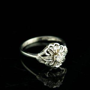 Kuldsõrmus briljandiga suurus 17, kuld 585